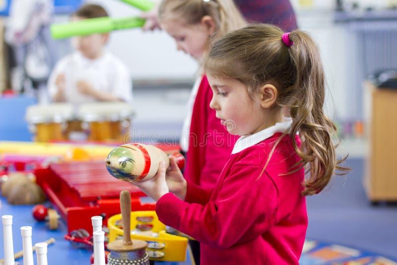 Musikkurs i barnkammare royaltyfri fotografi