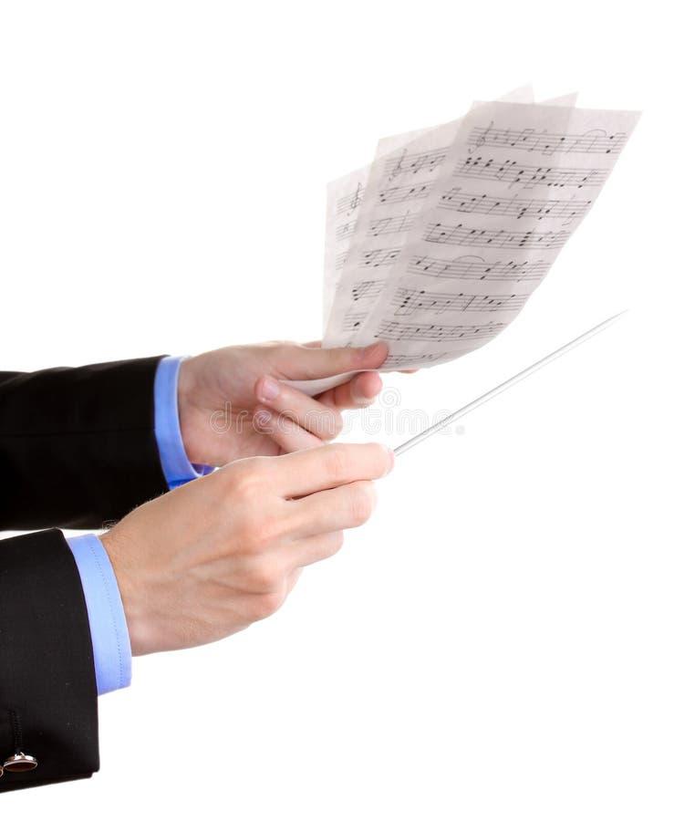 Musikleiterhände mit Taktstock und Anmerkungen stockfotografie