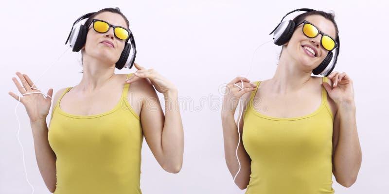Musique de écoute de femme heureuse sur des écouteurs et des sunglas de port image stock