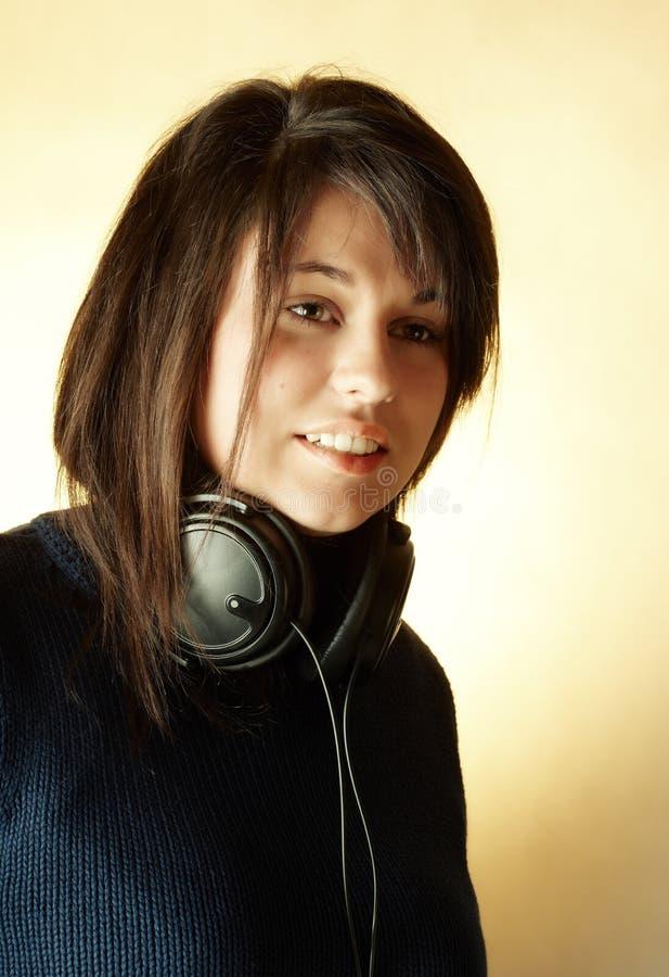 musique de écoute de fille à photo libre de droits