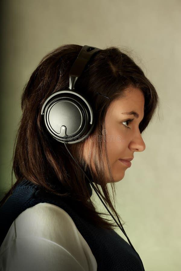 musique de écoute de fille à image libre de droits