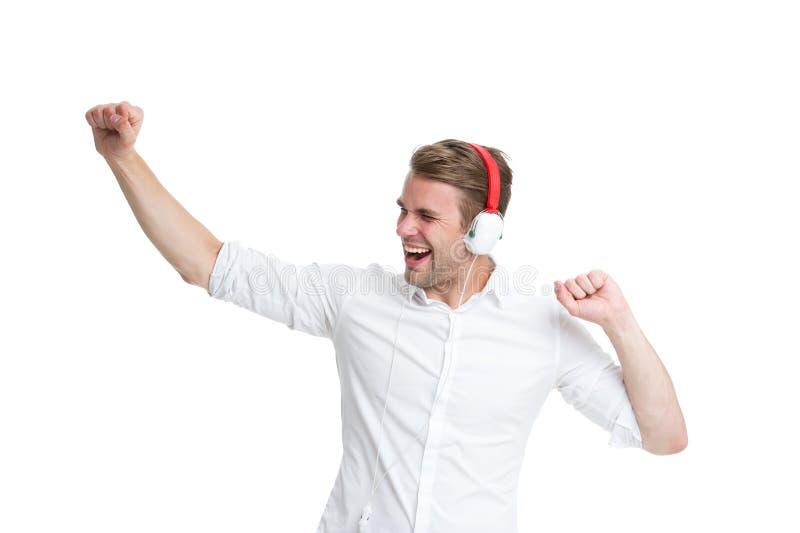 Musique de danse Équipez la chanson préférée de écoute dans les écouteurs et la danse Le visage heureux d'homme apprécient la rad images stock