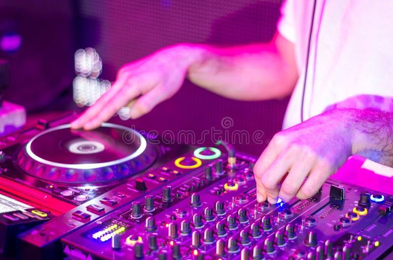 Musique de mélange du DJ photos stock
