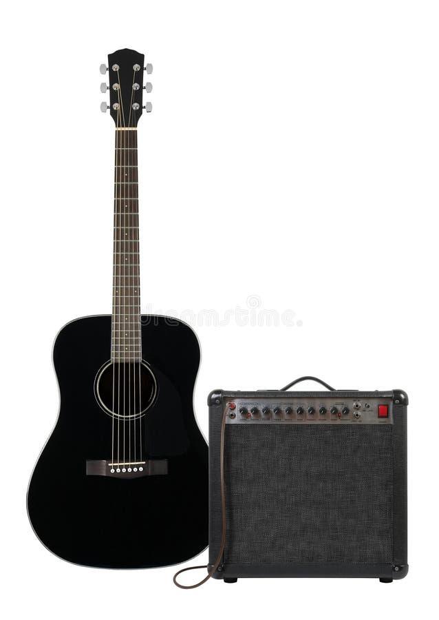 Musique et bruit - guitare acoustique, amplificateur et câble noirs pour images libres de droits