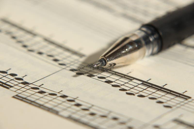 Musique et stylo de feuille images libres de droits