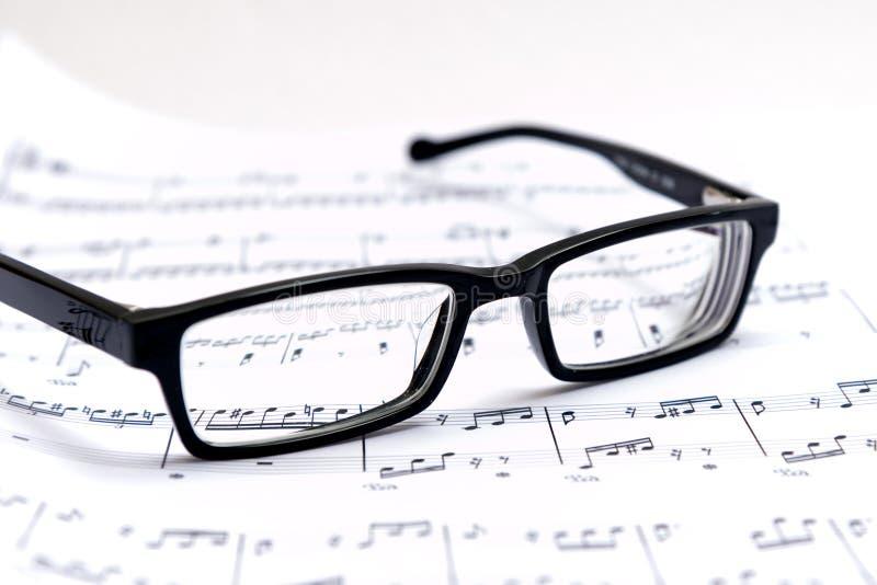 Musique et verres de feuille image libre de droits