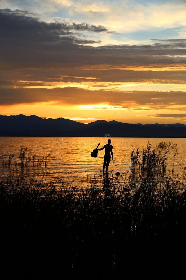 Musique par le coucher du soleil 3 photographie stock libre de droits