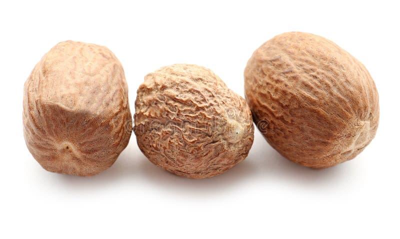 Muskatnuts auf wei?em Hintergrund lizenzfreies stockfoto
