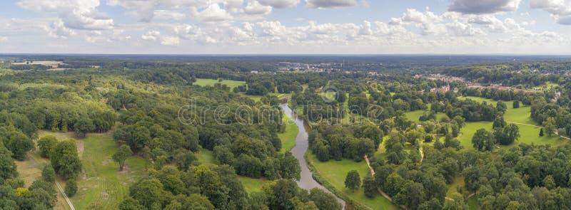 Muskau parkerar, UNESCO, Polen, 08 2017 panorama, flyg- sikt royaltyfria bilder