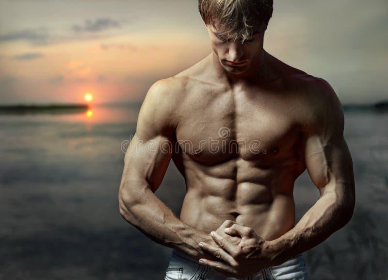 Muskulös grabb arkivfoton