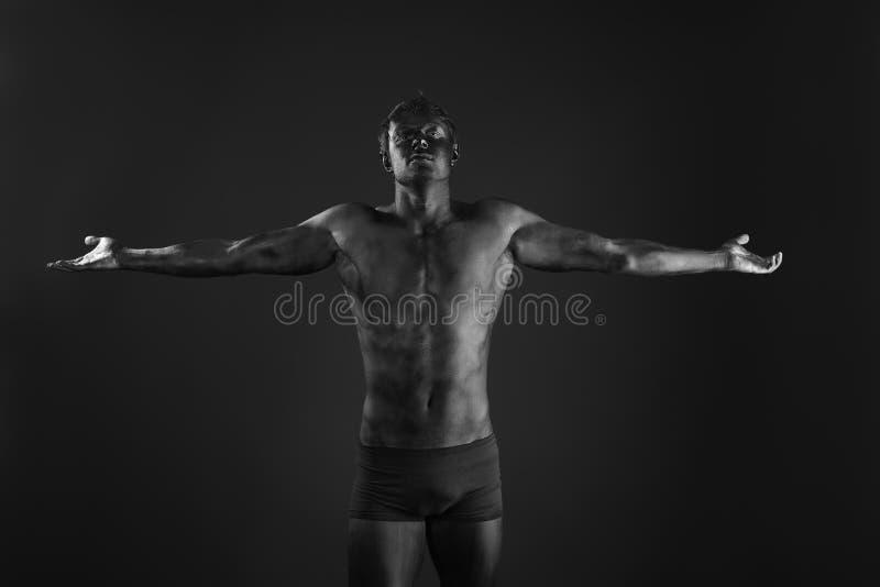 muskulös man fotografering för bildbyråer