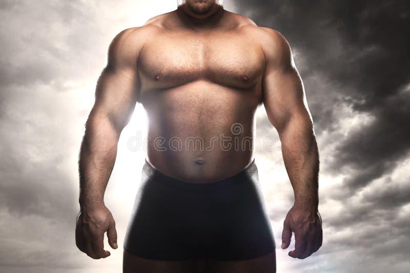 Muskulös man arkivfoto