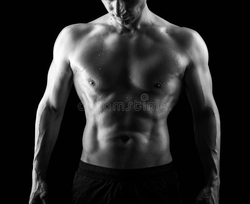 Muskulös stilig sexig grabb på svart bakgrund royaltyfri foto