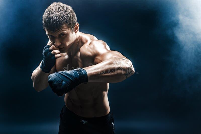 Muskulös topless kämpe i boxninghandskar fotografering för bildbyråer