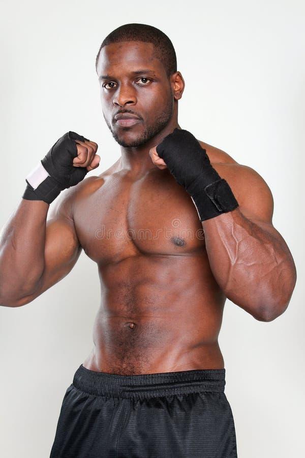 Muskulöser Mann lizenzfreie stockbilder