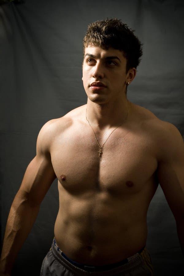 Muskulöser Mann stockfoto