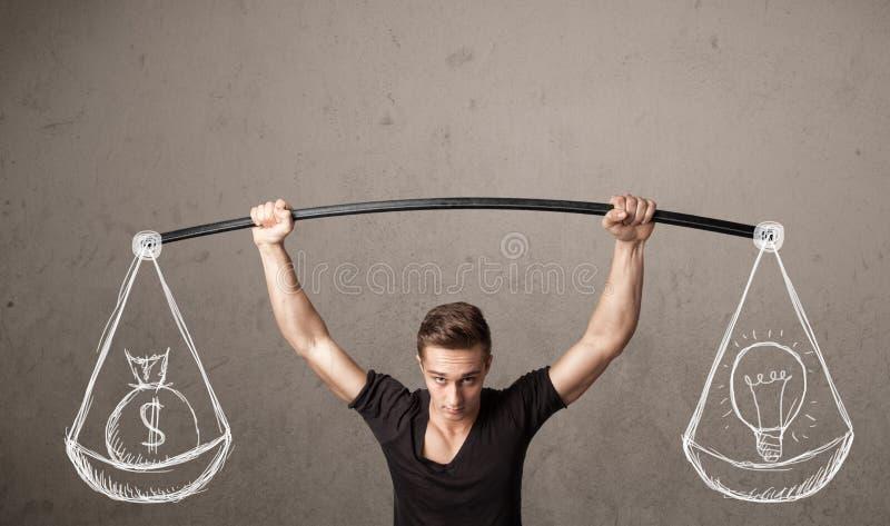 Muskulöser Mann, der versucht, ausgeglichen zu erhalten stockfotografie