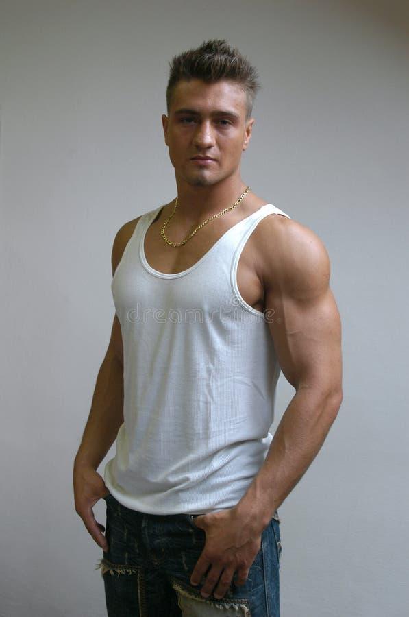 Muskulöses männliches Baumuster stockfoto
