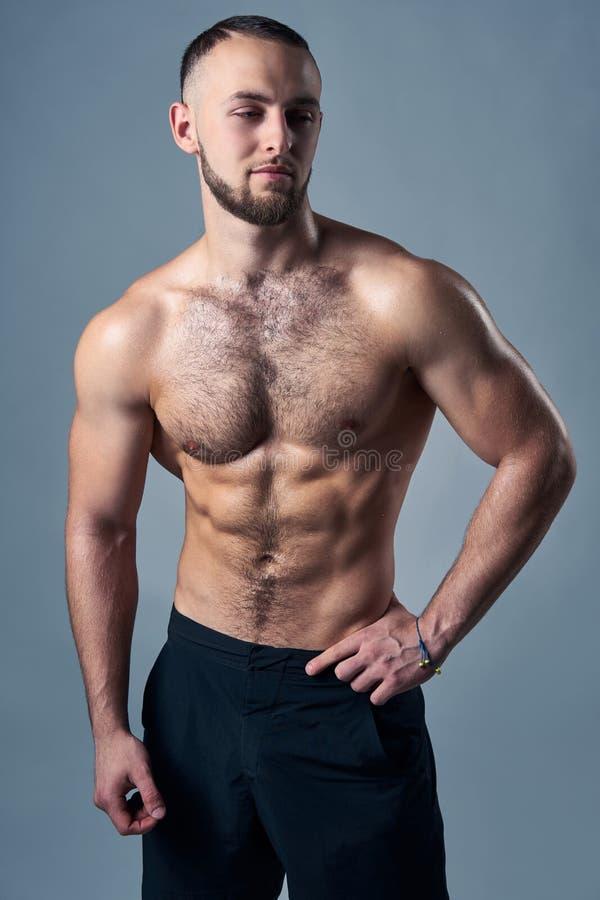 Muskul?s shirtless man arkivbilder