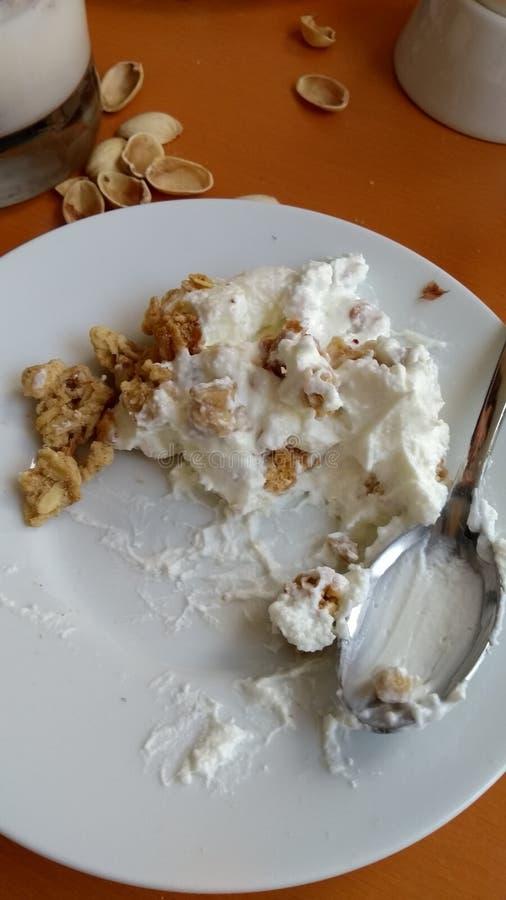 Musli met Quark Duitse Oostenrijkse maaltijd stock fotografie