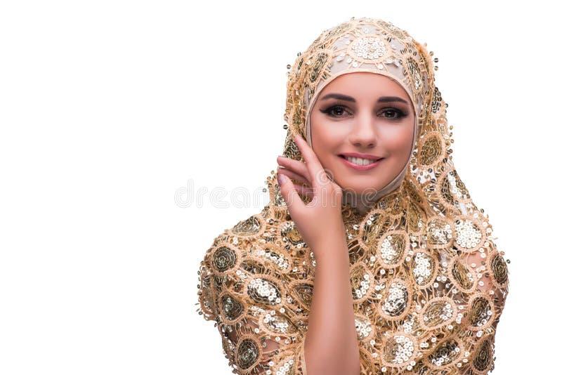 Muslimkvinnan i den guld- räkningen som isoleras på vit royaltyfria bilder