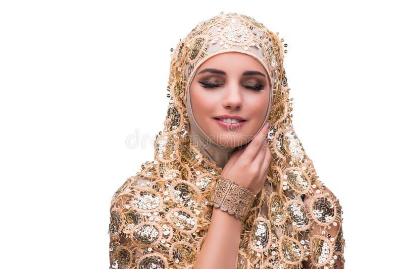 Muslimkvinnan i den guld- räkningen som isoleras på vit royaltyfri foto