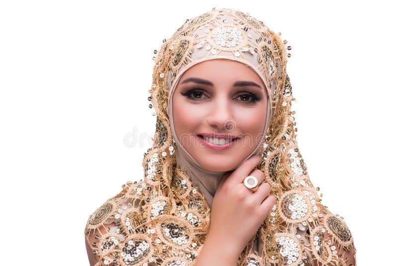 Muslimkvinnan i den guld- räkningen som isoleras på vit arkivfoton