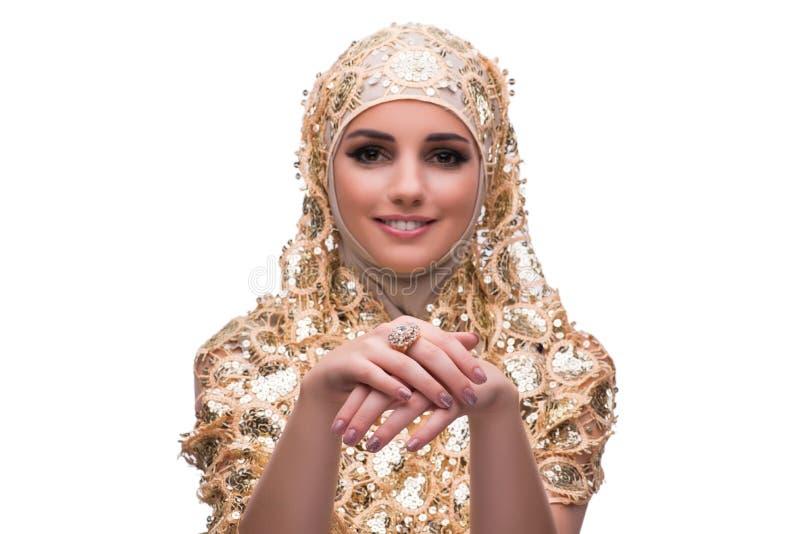 Muslimkvinnan i den guld- räkningen som isoleras på vit royaltyfri fotografi