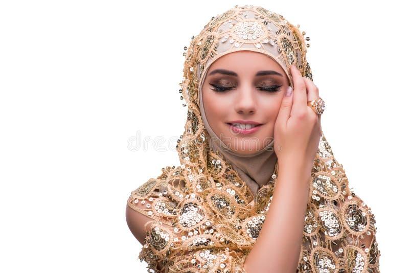 Muslimkvinnan i den guld- räkningen som isoleras på vit royaltyfri bild