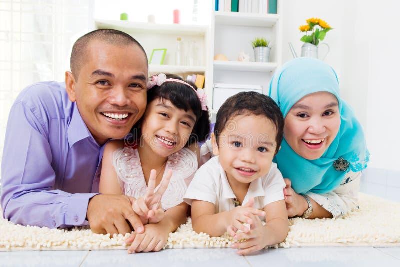 Muslimsk familj arkivbilder