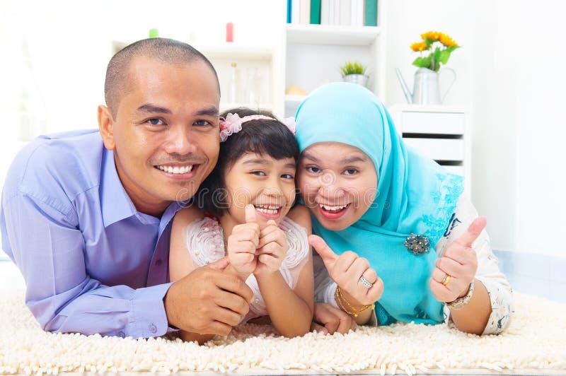 Muslimsk familj royaltyfri foto