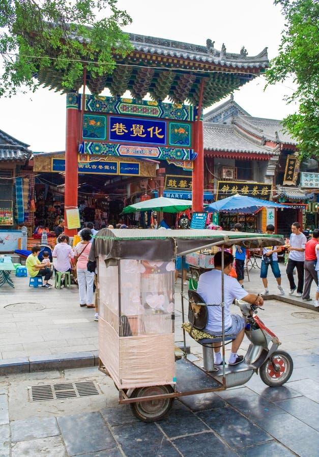 Muslimsk gata i Xian Det huvudsakliga matgataområdet är bekant som den Huimin gatan eller muslimsk fjärdedel royaltyfria bilder