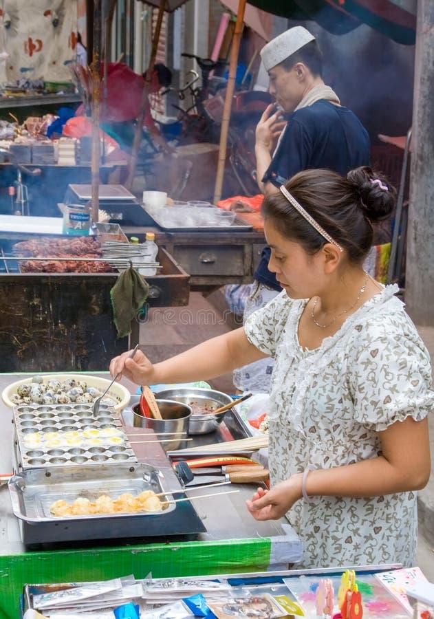 Muslimsk gata i Xian Det huvudsakliga matgataområdet är bekant som den Huimin gatan eller muslimsk fjärdedel arkivbilder