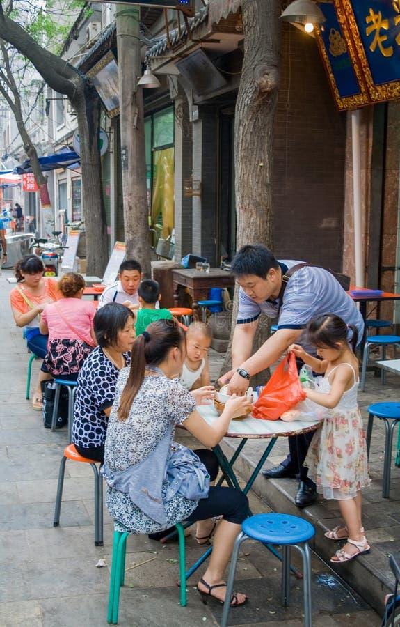 Muslimsk gata i Xian Det huvudsakliga matgataområdet är bekant som den Huimin gatan eller muslimsk fjärdedel arkivfoto