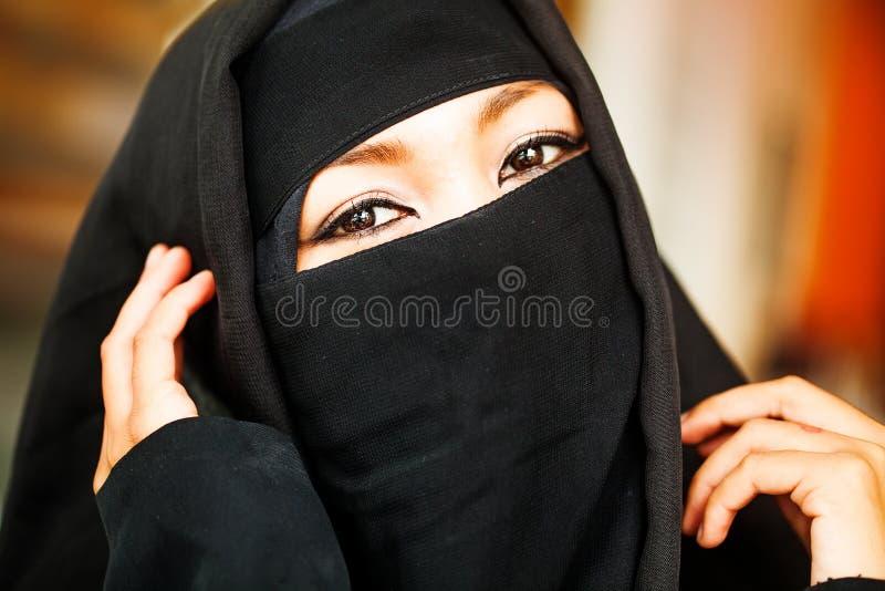 Muslimsk indonesisk kvinna royaltyfria bilder