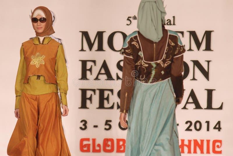 Muslimsk modefestival 2014 royaltyfri fotografi