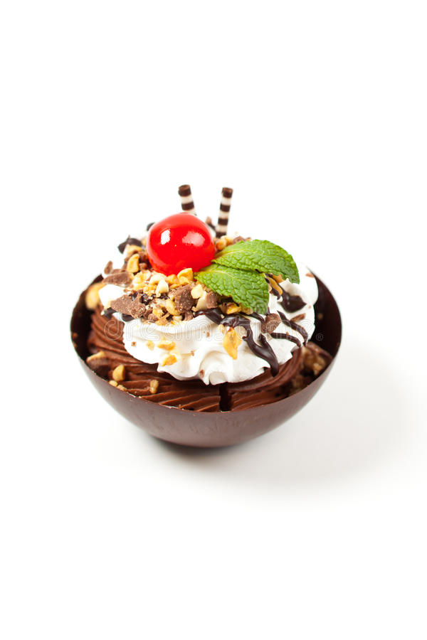Download Musse Em Um Copo Escuro Do Chocolate Com Cereja Foto de Stock - Imagem de cerejas, fresco: 29838306