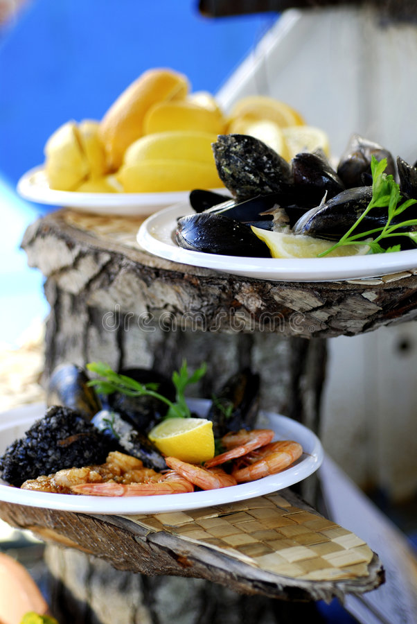Download Mussel And Lemon Royalty Free Stock Photo - Image: 1714695