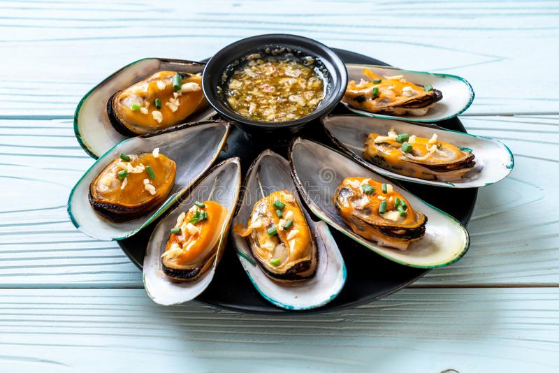 mussels with lemon and garlic royalty free stock image