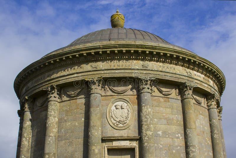 Mussenden świątynia na Zjazdowym Demesne na Północnym wybrzeżu Irlandia w okręgu administracyjnym Londonderry zdjęcie stock