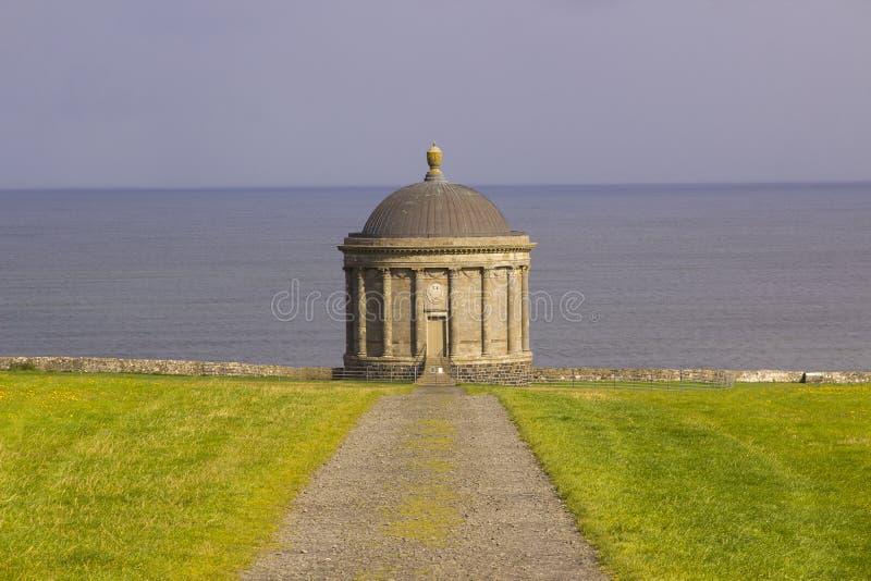 Mussenden-Tempel gelegen auf dem abschüssigen Demesne in der Grafschaft Londonderry auf der Nordküste von Irland lizenzfreie stockbilder