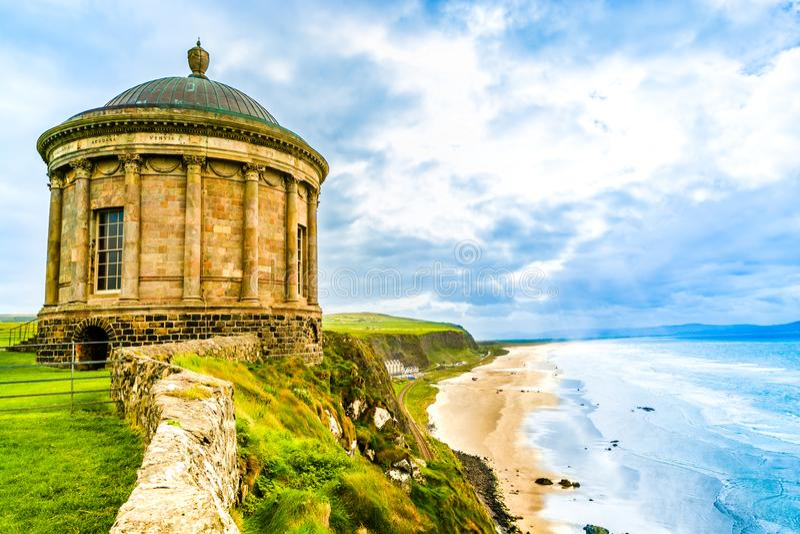 Mussenden-Tempel, Küstenlinie Nordirlands, Atlantik stockfotos