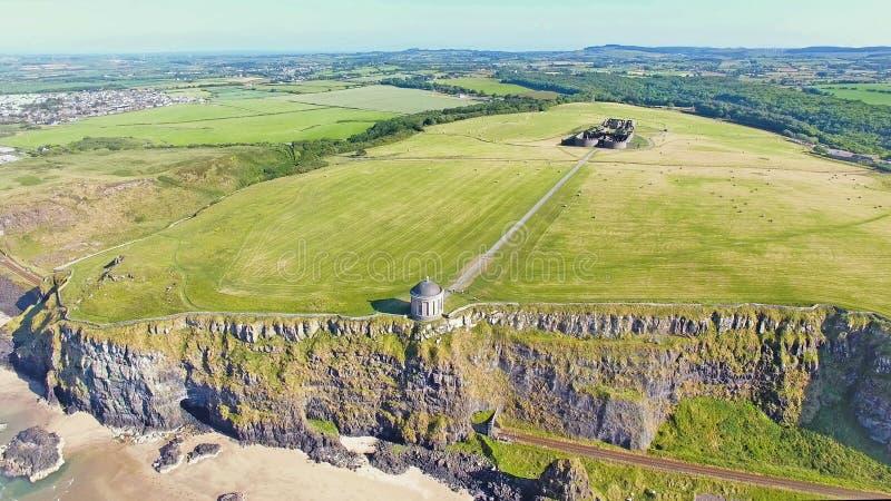 Mussenden-Tempel und absch?ssiger Demesne Coleraine Co Derry Northern Ireland stockfotografie
