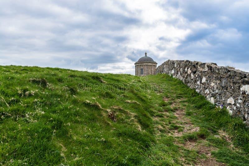Mussendentempel, de Kustlijn van Noord-Ierland stock foto