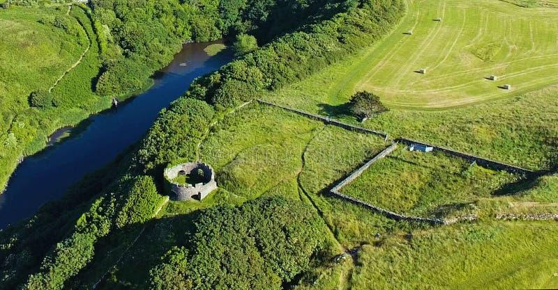 Mussendentempel en bergaf Demesne Co van Coleraine Derry Northern Ireland stock afbeelding