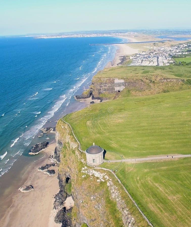 Mussendentempel en bergaf Demesne Co van Coleraine Derry Northern Ireland royalty-vrije stock afbeelding