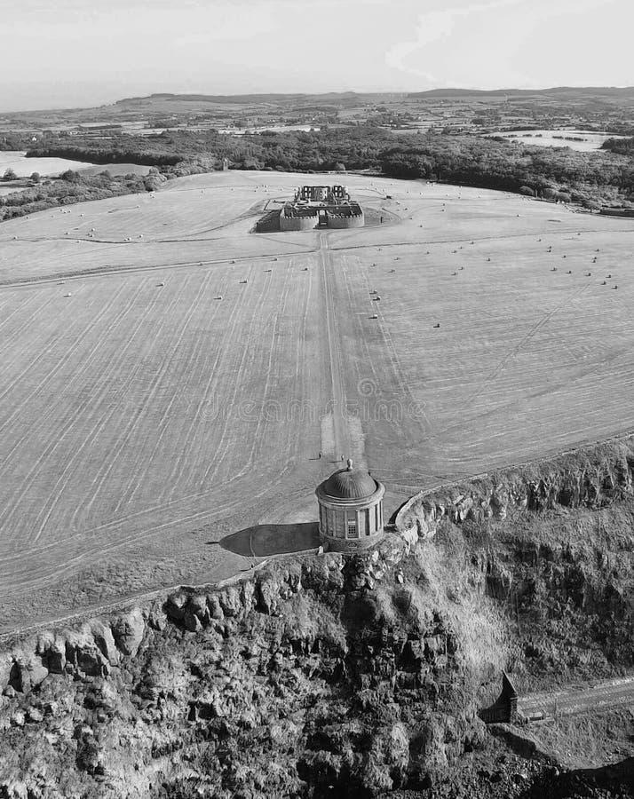 Mussendentempel en bergaf Demesne Co van Coleraine Derry Northern Ireland royalty-vrije stock foto's