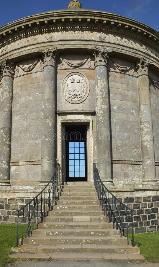 Mussendentempel en bergaf Demesne Co van Coleraine Derry Northern Ireland royalty-vrije stock foto