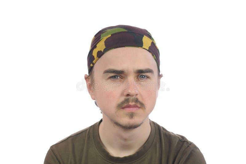 Mustachioed jonge gebaarde mens in een bandana royalty-vrije stock foto's