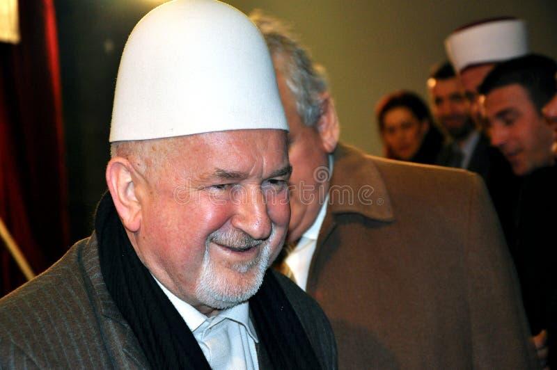 Mustafa Cerowy z tradycyjną Albańską nakrętką zdjęcie royalty free